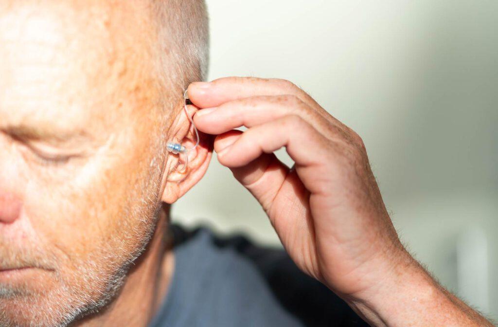 Durch digitale Hörgeräte in jedem Alter besser hören